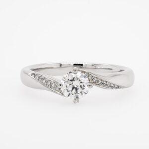 Alan Dalton goldsmith diamond twist ring