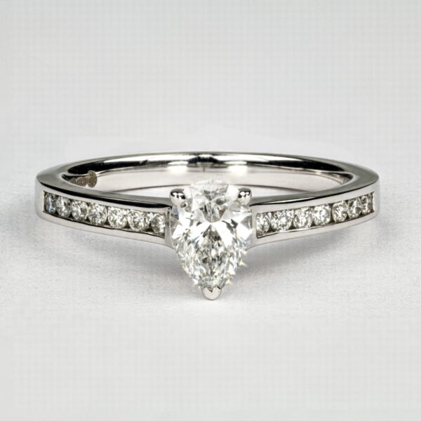Alan Dalton goldsmith pear shaped diamond ring